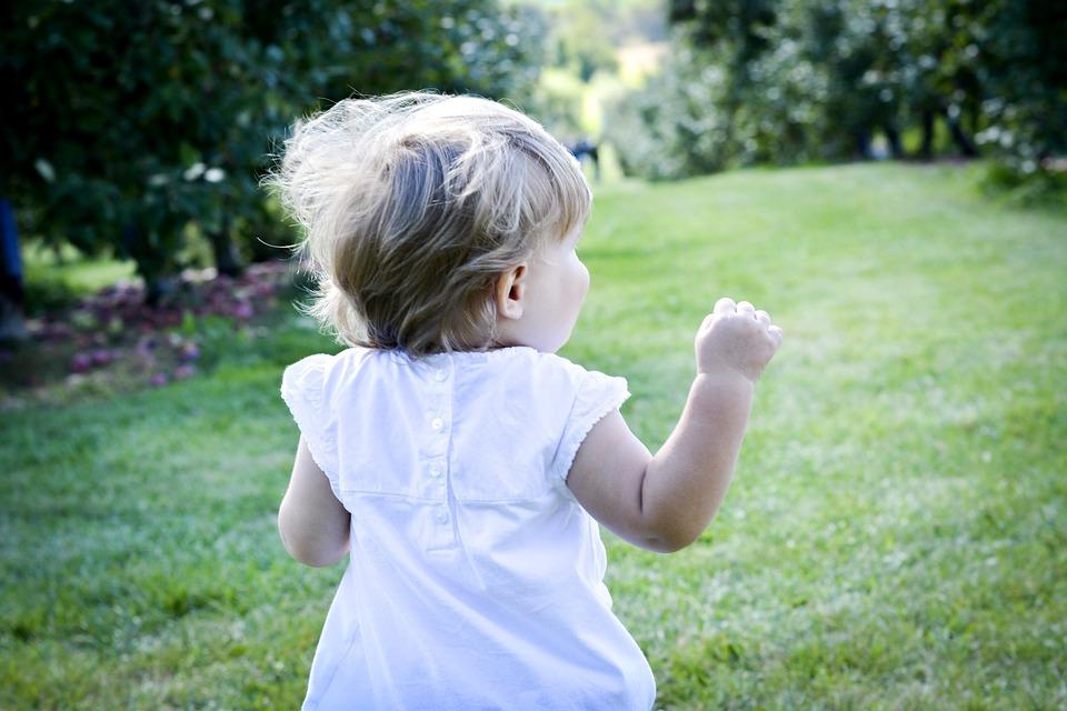 dítě_utíká