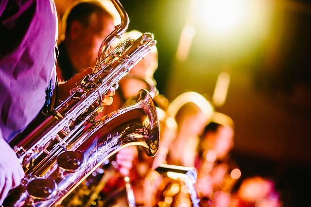 hráč na saxofon.jpg