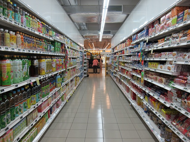 ulička obchodu s potravinami