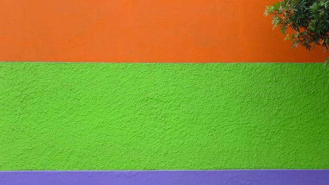 Pestře vymalovaná stěna