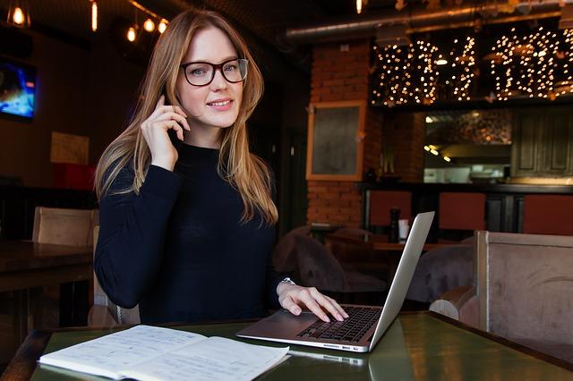 Žena za počítačem